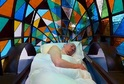 Auto-postel je dílem britského designéra Dominica Wilcoxe.