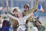 Dcera Michaela Jacksona tváří Chanel. Při pózování s vojáky vypadala jako Madonna!