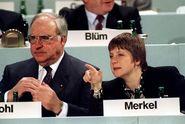 Merkelová má podíl na smrti Kohlovy ženy, tvrdí jeho syn