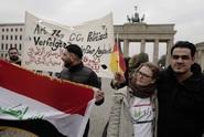 Množí se útoky na migranty. Merkelová je chce ochránit