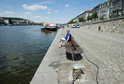 Nejprve by se na náplavce měly objevit lavičky a odpadkové koše, poté přibudou galerie, kavárny a toalety.