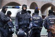 Cyklista nastříkal ženě kyselinu do tváře. Berlín děsí nové útoky