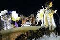 Na tanečníky se zřítila horní část alegorického vozu samba školy Unidos da Tijuca (na snímku). Zraněno je sedmnáct lidí.