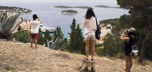 Turisté v Chorvatsku.