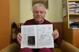 Jaroslav Minka z Havířova (na snímku ze 17. března) ukazuje knihu Memento důlních nehod v českém hornictví, ve které je popsáno i neštěstí v Dole Čs. armády v Karviné z 22. března 1977. Minka při něm tehdy, před 40 lety, zasahoval jako záchranář.