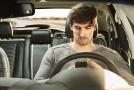 Mladí řidiči se v autech rodičů často chovají nezodpovědně (ilustrační foto).