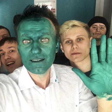 Výsledek obrázku pro aktivista navalnyj