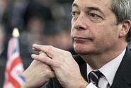 Británii vyvedl z EU, ale v případě krachu vezme do zaječích