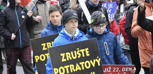 Pětitisícový protipotratový pochod prošel Prahou.