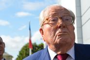 Macron se pustil do otce Le Penové. Kvůli homofobii