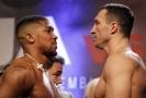 Boxeři Kličko a Joshua.