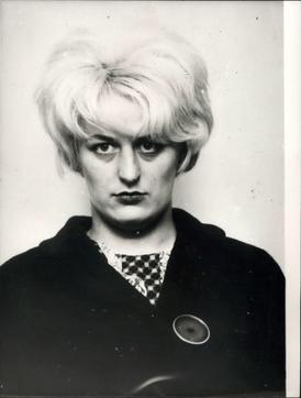 Myra Hindleyová zemřela ve vězení v roce 2002.