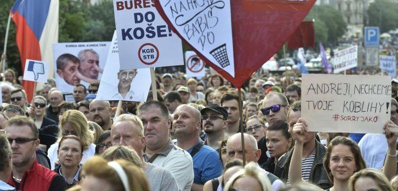 3ccb76a2336 V centru Prahy opět demonstrovali proti Babišovi a Zemanovi