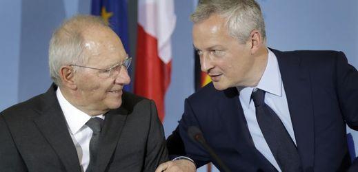 Německý ministr financí Wolfgang Schäuble (vlevo) a jeho francouzský protějšek Bruno Le Maire.