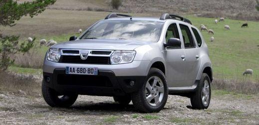 Nabízená Dacia Duster umožní výlety i mimo zpevněné cesty.