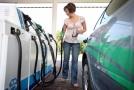 Při doplňování paliva v zahraničí je třeba být pozorný (ilustrační foto).