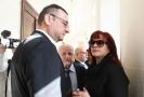 Jana Nečasová (dříve Nagyová) se svým manželem a bývalým premiérem Petrem Nečasem u soudu. Uprostřed je advokát Nečasové Eduard Bruna.