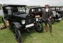 Do zámeckého parku každoročně jezdí na festival tisícovka historických vozidel.