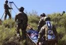 Záchrana imigranta, který si zlomil kotník a skupina ho nechala na pospas osudu.