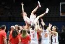 Basketbalistky Španělska po vítězství na evropském šampionátu.