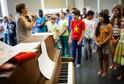 Děti mučíme tím, že mají zpívat někde u klavíru, říká šéf strany 5 % pro vzdělání Kryštof Kozák.