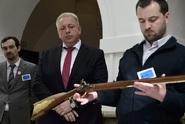 Lidé budou smět použít zbraň k obraně Česka, schválili poslanci