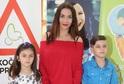 Eva Decastelo s dětmi.