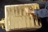 Rusko hromadí zlato, český poklad se scvrkává