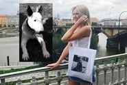 Diana Kobzanová prodává tašky s podobiznou své zesnulé fenky!