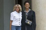 Rihanna s Macronem probrala charitativní činnost v Africe