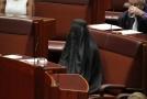 Pozdvižení v australském parlamentu.