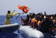 """""""Konečně!"""" Politik chválil střelbu na loď pomáhající uprchlíkům"""