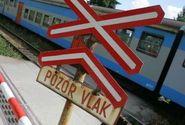 Vlak se srazil s nákladním autem, deset lehce zraněných