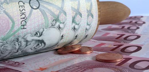 Koruna a euro (ilustrační foto).