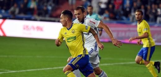 Zlínský fotbalista Daniel Holzer v zápase proti Baníku.