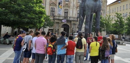 Na ilustračním snímku socha markraběte Jošta Lucemburského na Moravském náměstí v Brně.