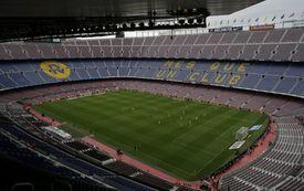 Tribuny zející prázdnotou na zápase Barcelony s Las Palmas.