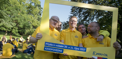 Předseda KDU-ČSL Pavel Bělobrádek (uprostřed) na pikniku KDU-ČSL.