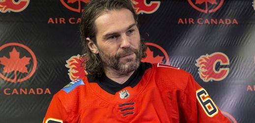Jaromír Jágr po podpisu smlouvy s Calgary Flames.