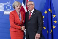 Theresa May a Jean-Claude Juncker.