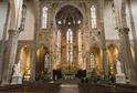 Interiér baziliky svatého Kříže.