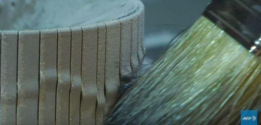 Ve Francii vyrábějí šperky na 3D tiskárně ze zlatého prášku fc46b1ffdf2