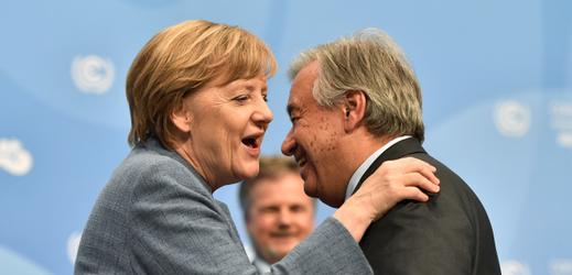 Vlevo německá kancléřka Angela Merkelová a generální tajemník OSN Antonio Guterres.