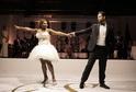 Na tanec zvolila Serena raději krátké šaty.