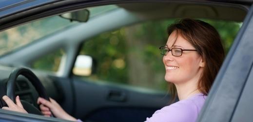 Pravidelné měření zraku řidičů není v současnosti v České republice povinné.