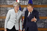 Theresa Mayová a Donald Tusk.