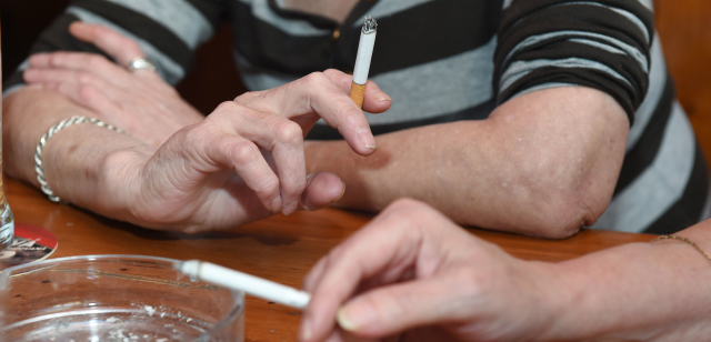setkat ženy kouření