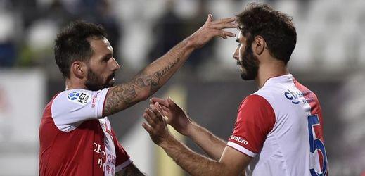 Fotbalisté Slavie Danny a Altintop. Druhý jmenovaný ve Slavii končí. Klub dementuje zprávy o výši bonusů i přestupových částek jeho i dalších hráčů.