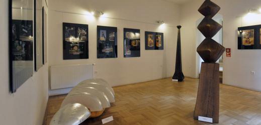Mezinárodní sochařské sympozium Hany Wichterlové.