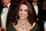 Těhotná Kate zazářila na předávání filmových cen. Proč neoblékla černou jako ostatní?